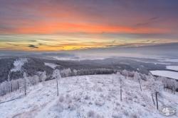 Zimowy widok ze Spicaka Ruprechticki w stronę Kotliny Kłodzkiej
